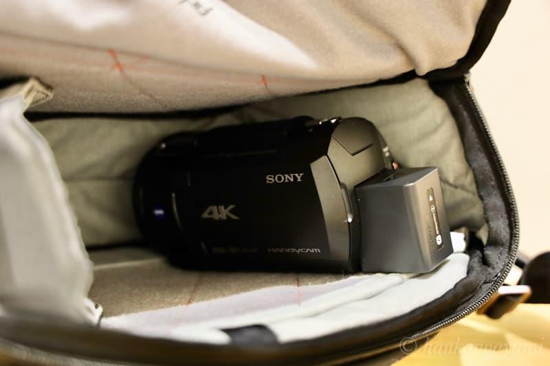 ビデオカメラのax45をエブリデイスリング 10L に収納