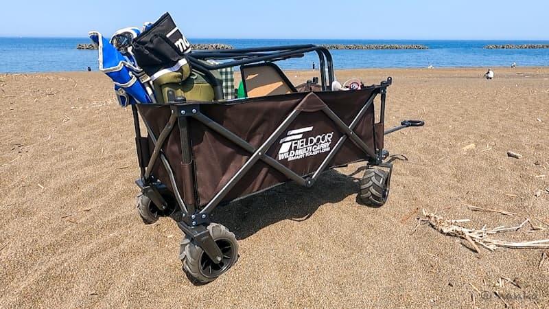 砂浜でのアウトドアワゴン